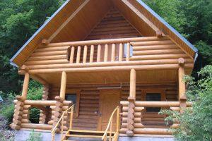 Особенности строительства деревянного балкона